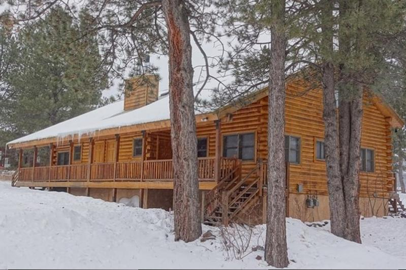 Branson, MO. *Bear Cabin*Sleeps 10*Wi Fi*Close To Ski Slopes*